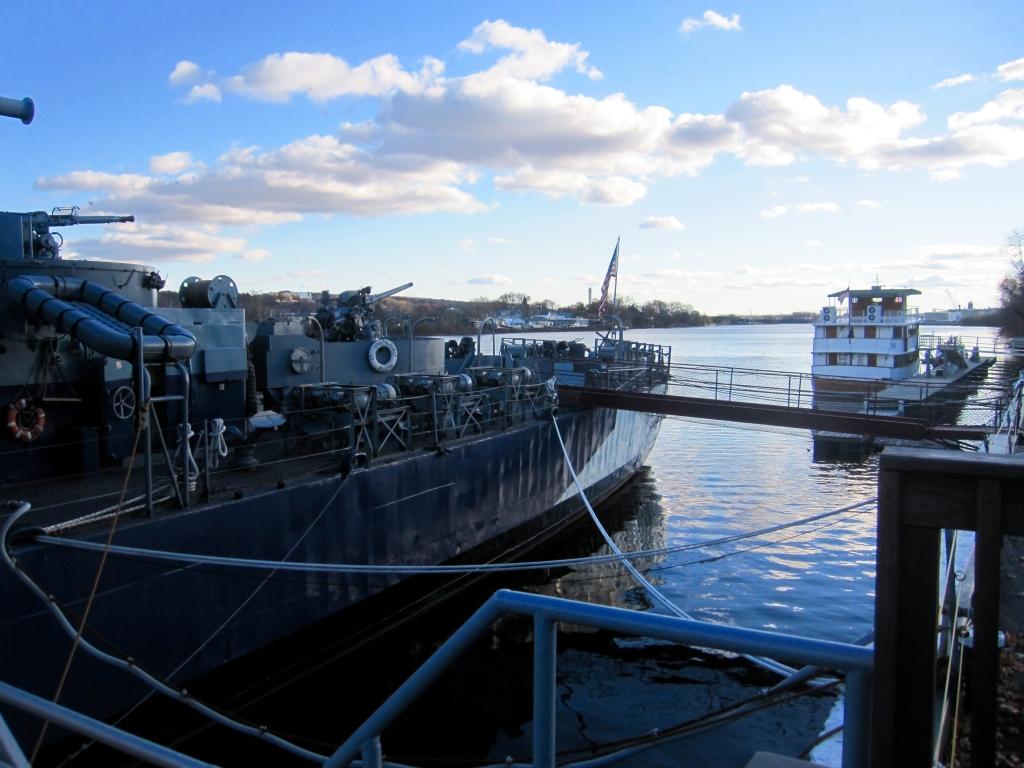 USS_Slater_Albany